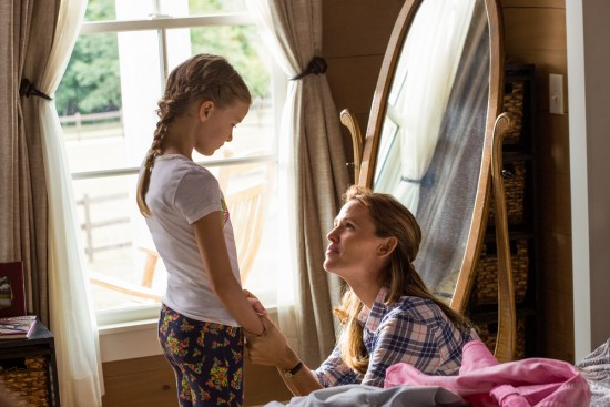Christy (JENNIFER GARNER) and Anna (KYLIE ROGERS) in Miracles from Heaven
